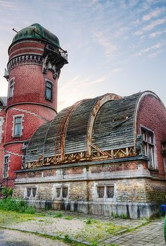 The Old Observatory.  Decaying and somewhat hidden away in suburban Liege stands Cointe Observatory.  Apparently funds are being gathered to restore this lovely structure...it'd be great to see it in it's original condition.