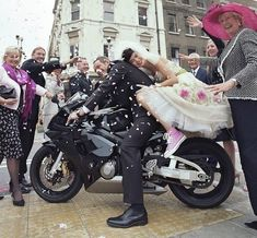 Real Flower Petal Confetti for Boys! We feel that sometimes the men can get a little overlooked in the wonderful world of weddings -. Biker Wedding Dress, Motorcycle Wedding, Tea Length Wedding Dress, Motorcycle Girls, Wedding Album, Wedding Pics, Wedding Styles, Wedding Themes, Wedding Ideas