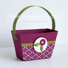 Use the part of the Petite Purse die to cut two pieces and make this basket. Concept by Betty Traciak. Created by Julie Davison, http://juliedavison.com