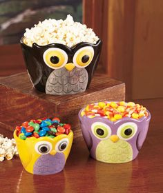 Set of 3 Ceramic Owl Bowls is an adorable way to serve candies, trail mix, chips and more. A cute idea for an autumn table, each bowl in the set has a different