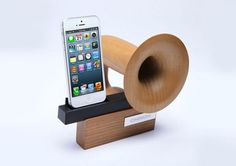 the wooden horn-like chinon iPhone speaker naturally amplifies sound