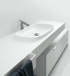 lemanoosh: http://www.stylepark.com/en/agape/desk