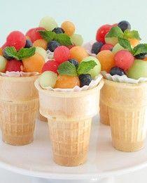 Fruit salade in ijshoorntjes, heel eenvoudig