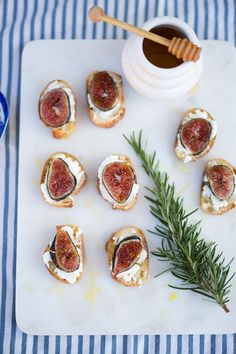 Warm Fig & Goat Cheese Crostini Drizzled in Honey and Extra Virgin Olive Oil -- Marshalls Abroad Think Food, I Love Food, Fig Recipes, Cooking Recipes, Appetizers For Party, Appetizer Recipes, Figs Goat Cheese Honey, Crostini, Bruschetta