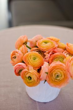 Yellow orange and peachy pink shades of ranunculus flowers. Right flower, wrong color~ Colorful Roses, Orange Flowers, Fresh Flowers, Beautiful Flowers, Lace Flowers, Beautiful Gardens, Flower Centerpieces, Wedding Centerpieces, Tall Centerpiece