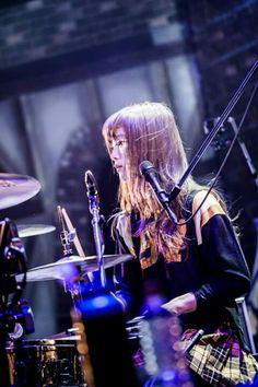 #scandal #rina Scandal Japanese Band, Female Drummer, Pop Punk Bands, Women In Music, Pop Rocks, Pretty People, Rock Bands, Blues, Concert