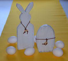 Påskehare og påskeegg laget av tre, påskepynt,  annen pynt, skilt, gaver, bryllupsgaver, bilder, veggbilder, produseres og selges hos www.kagens.no