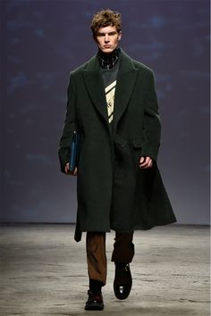 Ordinary People showed its Fall/Winter 2017 collection during the Concept Korea event at Pitti Uomo Ordinary People is designed by Jang Hyeong Cheol and was one of the youngest ever brands to be presented on the. Winter 2017, Fall Winter, Mens Trends, Street Style 2017, Embroidered Jacket, Winter Collection, Dress To Impress, Menswear, Mens Fashion