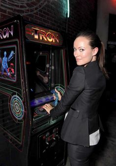 Quorra playing Tron