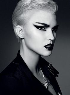 feline make up. Wish I could do a look like this. My hand-eye coordination isn't good enough