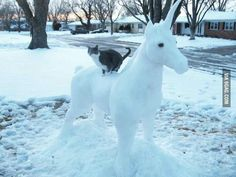 picture of unicorn made from snow Snow Sculptures, Sculpture Ideas, Unicorn Pictures, Snow Art, Snow And Ice, Spirit Animal, Faeries, Funny Cats, Funny Shit