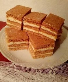 Legeslegkedvencebb sütim, a habkönnyű mézes krémes! És még kinek? - Egyszerű Gyors Receptek Dessert Recipes, Desserts, Winter Food, Macarons, Cornbread, Tiramisu, Food And Drink, Cooking Recipes, Cookies