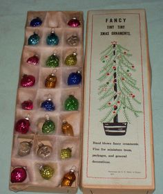 ANTIQUE VINTAGE FEATHER TREE GLASS CHRISTMAS ORNAMENTS IN ORIG. BOX