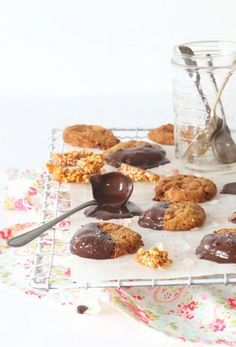 Peanut & Pink Salt Praline Cookies with NoMU created by Tina Bester Praline Cookies Recipe, Nutella Cookies, Peanut Butter Cookies, Yummy Cookies, Baking Recipes, Cookie Recipes, Cookie Crush, Pumpkin Cookies, Biscuit Recipe