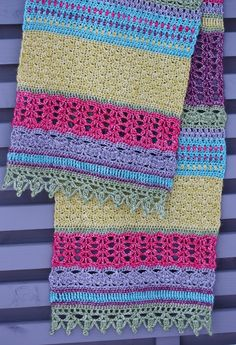VÅRLI : Monsoon Stole - fargerikt og lekkert sjal Needle And Thread, Monsoon, Cowl, Crochet Patterns, Crochet Blankets, Crochet Pattern, Cowls, Crochet Tutorials, Neck Warmer