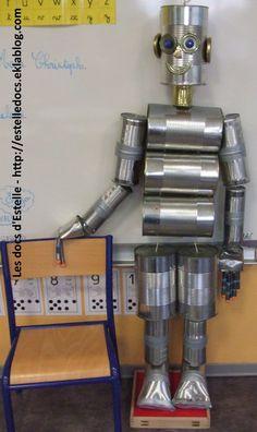 L'homme de fer Yard Art Crafts, Tin Can Crafts, Diy Arts And Crafts, Home Crafts, Tin Can Robots, Robots For Kids, Tin Can Man, Tin Man, Cardboard Robot