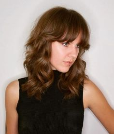 When it comes to flirty & fun, medium hairstyles with bangs have you covered. Check out the latest looks for medium-length hair & get some bangspiration! Bangs With Medium Hair, Haircut For Thick Hair, Medium Hair Styles, Medium Hairstyles With Bangs, Quick Hairstyles, Straight Hairstyles, Blonde Hairstyles, Damp Hair Styles, Curly Hair Styles