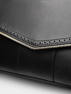 CLASP BAG Shops, Fall Winter 2015, Leather Bags, Zip Around Wallet, Fashion, Manualidades, Fashion Styles, Leather Tote Handbags, Moda