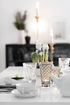 Fine Dining, Dining Table, Breakfast Table Setting, Eat Breakfast, White Christmas, Sweet Home, Interior Decorating, Table Settings, Table Decorations