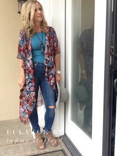 Rainy day outfit! LulaRoe Shirley and LulaRoe Gigi with jeans!