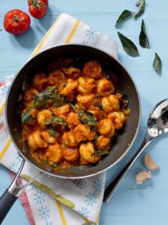 My mother's Garlic Prawn Curry - Very easy, garlicky and fragrant with curry leaves.
