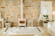 Chic+and+feminine+studio+in+converted+Victorian+open+barn+|+Image+by+Naomi+Kenton+