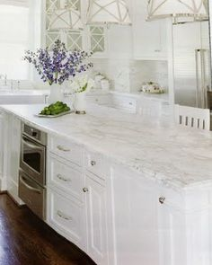 I love this kitchen. If you can't tell, I love white.
