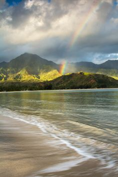 Lived in Hawaii for most of my life & still havent visited. Pot of Gold - Kauai, Hawaii Mahalo Hawaii, Kauai Hawaii, Hawaii Usa, Hawaii Ocean, Oahu, Places To Travel, Places To See, Travel Destinations, Pearl Harbor