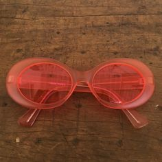 American apparel vtg round pink sunglasses 90s Vtg deadstock american apparel sunglasses. Super cute round frames in pink. 90s style perfect for music festivals and every use. Only worn once American Apparel Accessories Sunglasses