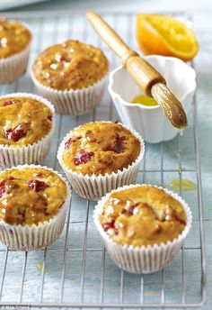 Mary Berry special: Raspberry and apple muffins Breakfast Bread Recipes, Muffin Recipes, Apple Recipes, Baking Recipes, Sweet Recipes, Mary Berry Muffins, Apple Muffins, Mary Berry Cooks, Merry Berry