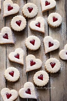 Jam biscuits, the simple and delicious recipe - cookies - Desserts Cookie Desserts, Cookie Recipes, Dessert Recipes, Italian Cookies, Italian Desserts, Biscuits, Mint Chocolate, Chocolate Peanut Butter, Kolaci I Torte