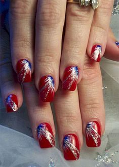 Cute Steal The Look With 4th Of July Nails Ideas (25 Beautiful Pictures) https://www.tukuoke.com/steal-the-look-with-4th-of-july-nails-ideas-25-beautiful-pictures-20376