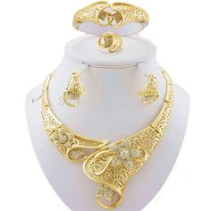 Parure placcata in oro Gold Jewelry For Sale, Cheap Jewelry, Fine Jewelry, Wedding Jewelry Sets, Jewelry Party, Bridal Jewelry, Costume Jewelry, Fashion Jewelry, Women Jewelry