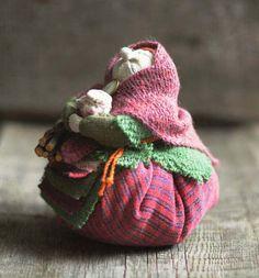 cute old lady Felt Crafts, Diy And Crafts, Fabric Dolls, Rag Dolls, Polymer Clay Dolls, E Design, Doll Patterns, Pin Cushions, Doll Toys