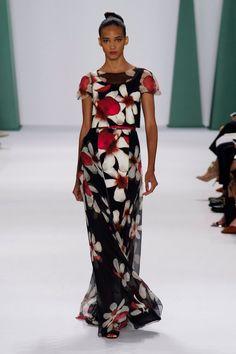 Pin for Later: Aufgepasst: Hier kommen die besten Abendkleider Carolina Herrera Frühjahr/Sommer 2015