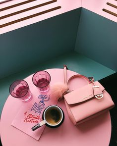 Favorite color combo #nyc #cafehenrie #gmgtravels #pink #turquoise #michaelkors #nyfw