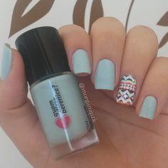 Blue nails. Nail art. Tribal nail design. Unhas azuis. Esmalte Azulico da Quem disse, Berenice? e película da Estilo Rosa. Polish. Polishes. Instagram by @morganapzk