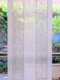 Disponibile nelle misure: Larghezza 44 cm a 16.13euro e Larghezza 60 cm a 18,14 euro al metro.  #Tendino #vetro misto #cotone e poliestere. Base bianca con due inserti laterali di garza di cotone ricamata in filo grigio / argento. Moderno e luminoso. Made in Italy