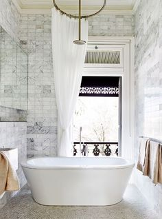 Need to update your bathroom but don't have the cash? Read on to see how the Property Brothers' bathroom ideas on a budget. They're good.