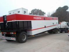 Terminamos la fabricación de un semirremolque VIVIENDA para Halliburton de Argentina, el cual posee un sistema hidráulico que permite que el trailer se eleve hasta 1.40 metros y así permitir su acople mediante perno con un camión para ser trasladado entre los diferentes pozos.