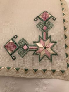 Hand Embroidery Projects, Machine Embroidery, Embroidery Designs, Embroidery Flowers Pattern, Flower Patterns, Dress Design Sketches, Table Runner Pattern, Hardanger Embroidery, Bargello