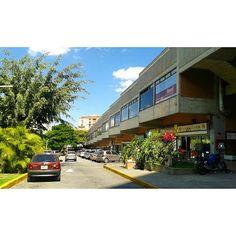 "55 Me gusta, 11 comentarios - Mara (@mara.jg) en Instagram: ""Centro Comercial San Luis #Caracas #Venezuela #diasoleado #sunnyday #arquitectura #architecture…"""