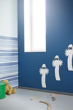 Verso-talon lastenhuoneissa Duett-tapetti Flow Akvarelli, Duett-maali, vaaleansininen sävy Y441, toisen huoneen tumma sininen seinä: Luja 7 -maali sävy L432, kaikki kalusteet Helmi 30 -maali, vihreä sävy K375. Kerrossängyssä Liitu-maalilla liitutauluseinä ja Magnetic-maalilla magneettiseinä. #tikkurila #asuntomessut #asuntomessut2015 #duett #lastenhuone #tikkuriladuett #kidsroom