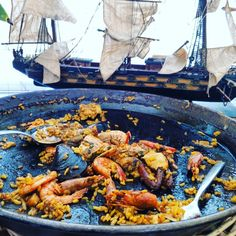 AUTÉNTICA RECETA DE LA PAELLA IBICENCA | GATO SUAVE SOUNDSYSTEM IBIZA Ibiza, A Table, Ethnic Recipes, Food, Chicken Livers, Whitefish, Recipes With Rice, Diners, Eating Well
