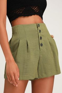 Achieve your trendy girl dreams with the Lulus Successful Stella Olive Green Button-Up Shorts! Woven olive green fabric constructs these high waisted shorts. Cute Casual Outfits, Short Outfits, Summer Outfits, Olive Green Shorts, Green Shorts Outfit, Look Con Short, Shorts Outfits Women, Trendy Girl, Green Fabric