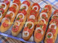 Rohlíky opečené se sýrem Hot Dogs, Sushi, Toast, Pizza, Breakfast, Ethnic Recipes, Food, Morning Coffee, Meal
