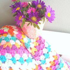 Crochet yourself a round blankie using an easy to follow Granny pattern!