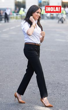 Meghan Markle is back! The Duchess of Sussex made a very stylish return from maternity week on Thursday to kick off her new philanthropic initiative, the Smart Set Capsule Collection, in Estilo Meghan Markle, Meghan Markle Style, Trajes Business Casual, Business Outfits, Work Fashion, New Fashion, Fashion Outfits, Winter Fashion, Meghan Markle Outfits