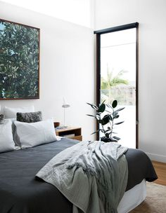 A Contemporary Queenslander - The Design Files Green Interior Design, Interior Exterior, Modern Exterior, Bohemian Bedroom Decor, Home Decor Bedroom, Design Bedroom, Dispositions Chambre, Big Bedrooms, The Design Files
