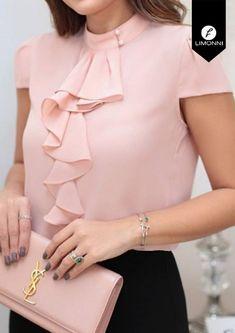 Blusas Para Mujer Limonni Bennett Li1370 Campesinas - $ 74.900 en Mercado Libre Cute Blouses, Blouses For Women, Classy Dress, Classy Outfits, African Fashion Dresses, Fashion Outfits, Kurti Designs Party Wear, Mode Hijab, Fashion Sewing